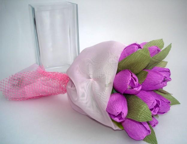 Тюльпаны из гофрированной бумаги букет из конфет своими руками